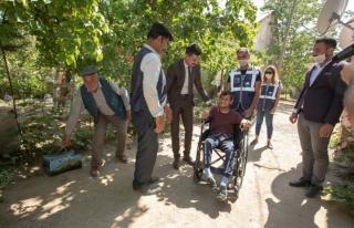 İpekyolu Belediyesi'nden engellilere akülü ve tekerlekli...