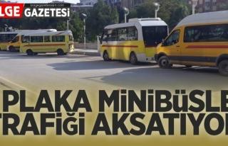 Van'da M plakalı minibüsler trafiği aksatıyor