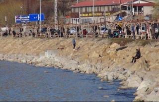 Van'da sahiller dolup taştı