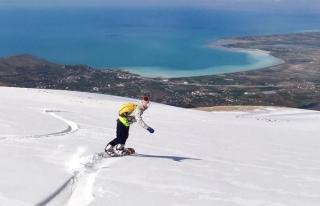 Van Gölü manzaralı snowboard keyfi...