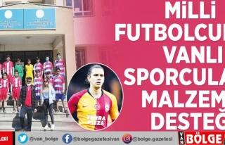 Milli futbolcudan Vanlı sporculara malzeme desteği
