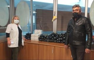 TEGV'li gönüllü eğitimcilerden hastaneye malzeme...