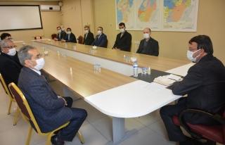 Türkmenoğlu, tebrik ziyaretlerini kabul ediyor