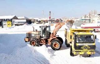 Tuşba'da hafta sonu karla mücadele çalışması…