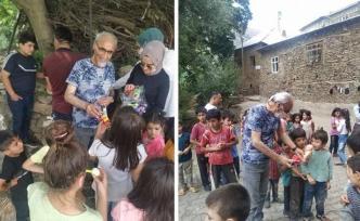 Vanlı Udi Turgay, Bahçesaray'daki çocukları sevindirdi