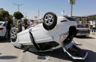 Van'da kontrolden çıkan otomobil takla attı: Yaralılar var