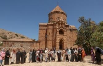 İpekyolu Belediyesi'nden kadınlara Akdamar Adası gezisi