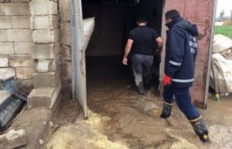 Van'daki selzedelere yardım eli uzatıldı