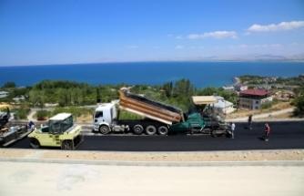 Edremit TOKİ Yolu'nda asfalt serimi başladı