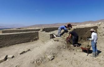 Çavuştepedeki kazılarda ortaya çıkan tahıl ambarları koruma altında...