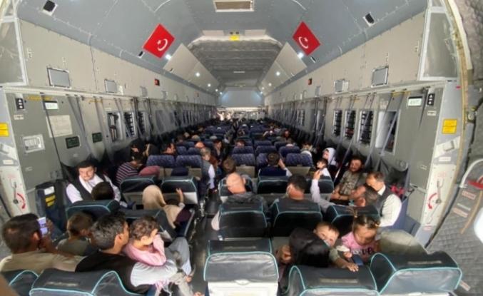 Afganistan'dan tahliye edilen 273 kişi tahliye uçağıyla yurda getirildi