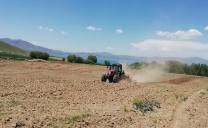 İpekyolu'ndaki çiftçilere destekler sürüyor