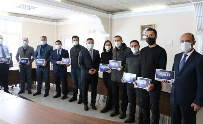 Erciş ilçesinde öğrencilere tablet dağıtıldı