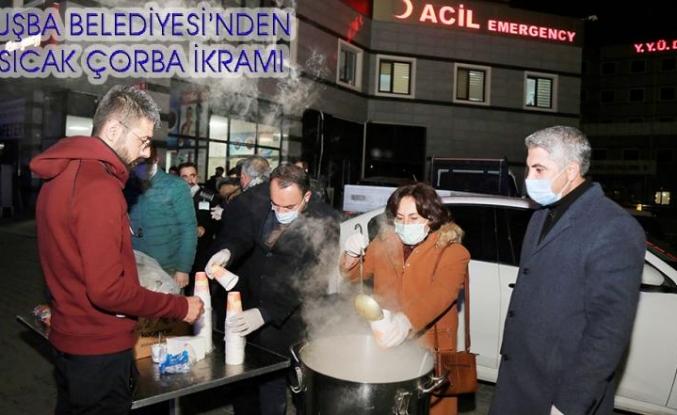 Tuşba Belediyesi'nden, kısıtlamada çalışanlara sıcak çorba ikramı…